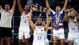 Llull levanta el trofeo de la Supercopa Endesa 2021