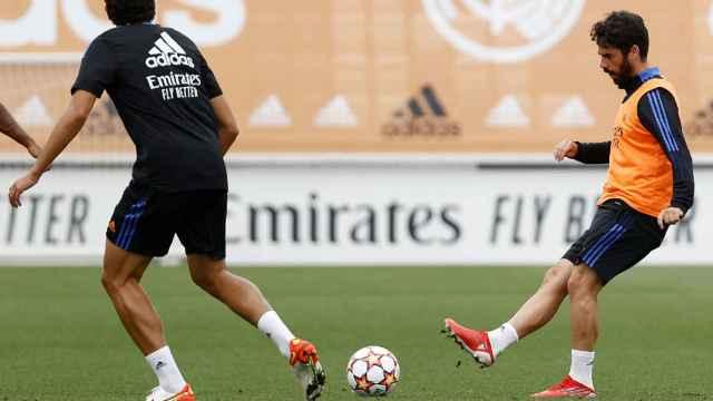 Jesús Vallejo e Isco Alarcón, durante un entrenamiento del Real Madrid