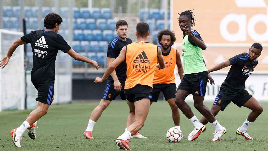 Jesús Vallejo, Luka Jovic, Lucas Vázquez, Marcelo, Eduardo Camavinga y Rodrygo Goes, durante un entrenamiento del Real Madrid