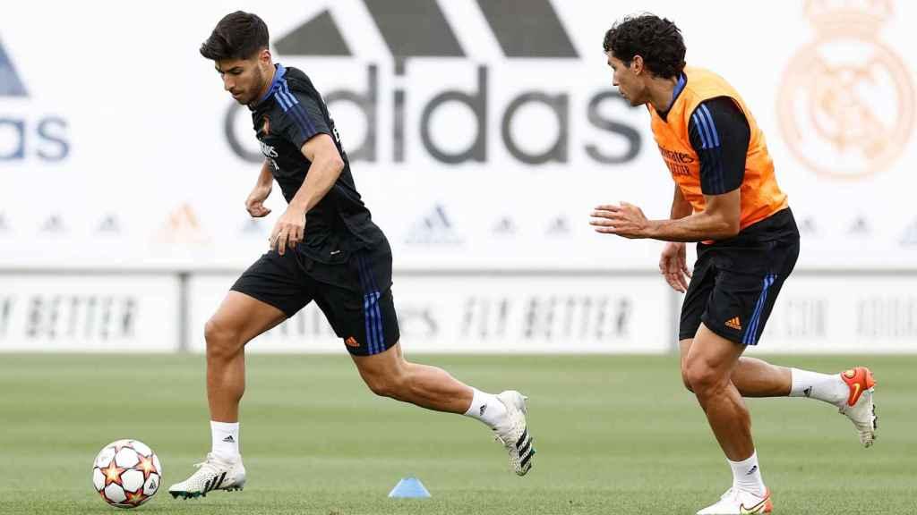 Marco Asensio y Jesús Vallejo, durante un entrenamiento del Real Madrid