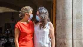Yolanda Díaz y Mónica Oltra, este lunes en Valencia. EE