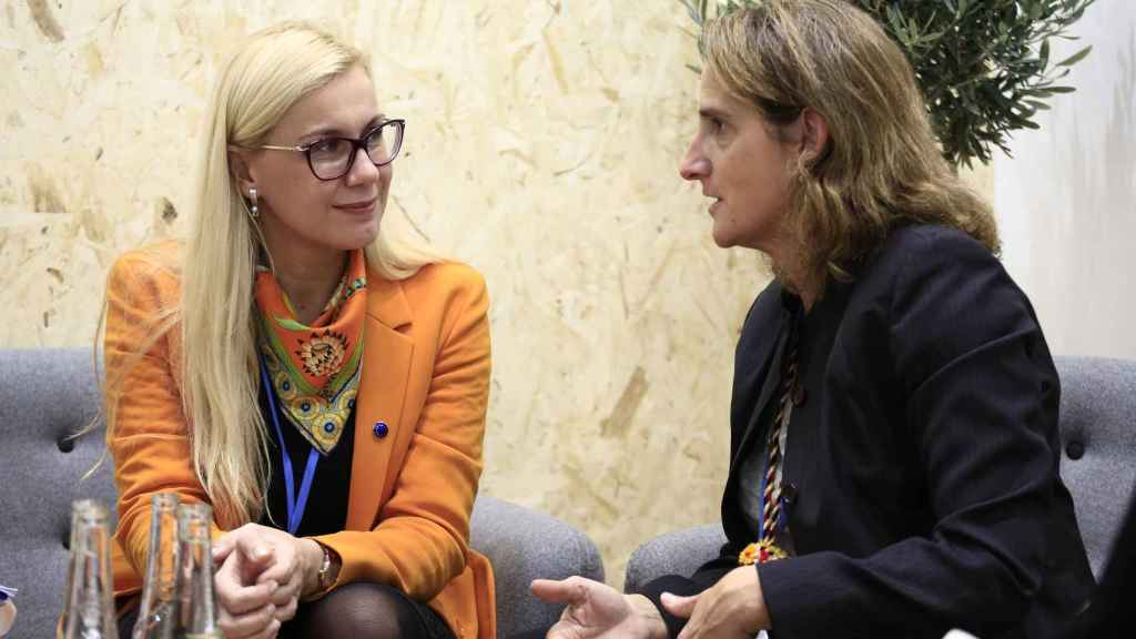 La vicepresidenta Teresa Ribera y la comisaria de Energía, Kadri Simson, durante una reunión en Bruselas