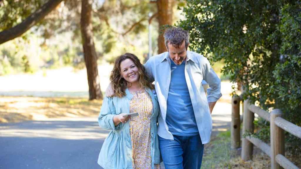 Melissa McCarthy y Chris O'Dowd protagonizan 'El estornino' para Netflix.