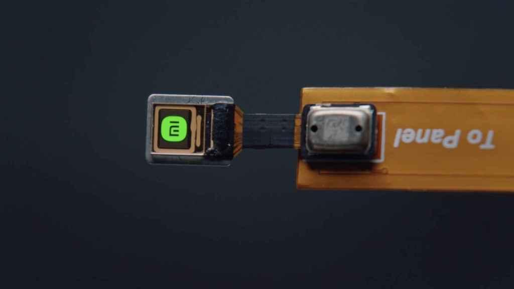El chip que integra la pantalla en la patilla