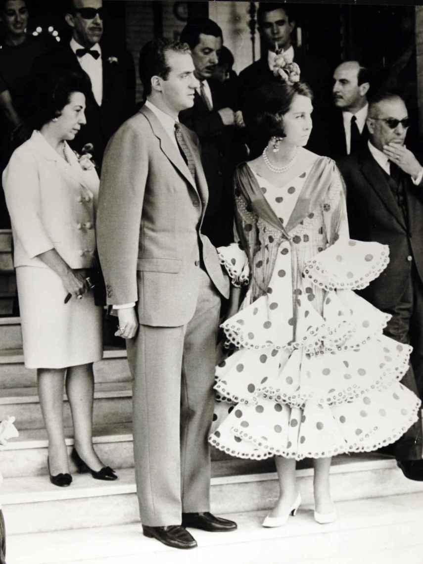 La reina Sofía vestida en el hotel Alfonso XII de Sevilla vestida de Lina.