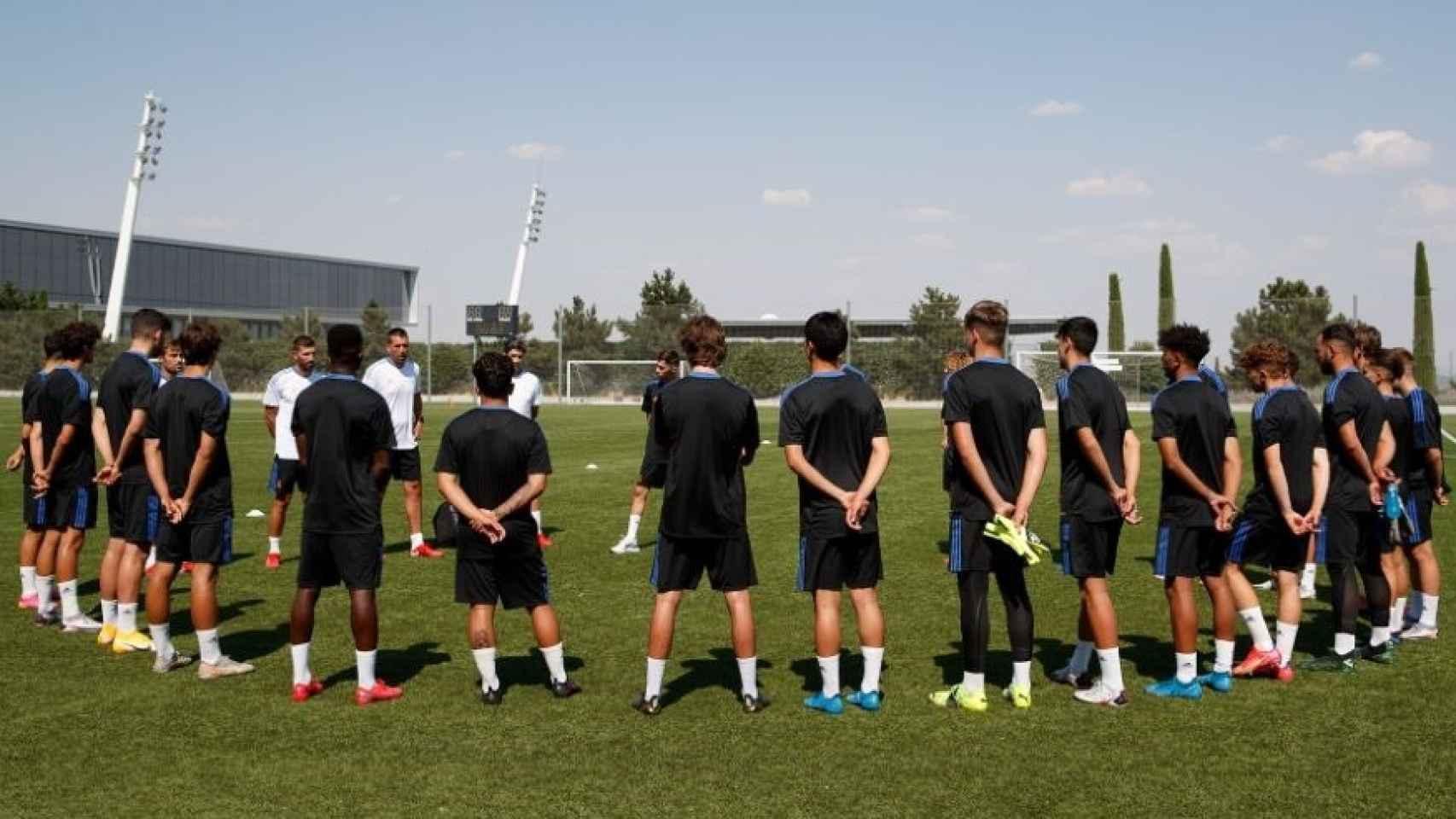 Los jugadores del Juvenil A del Real Madrid en la temporada 2021/2022, en un entrenamiento