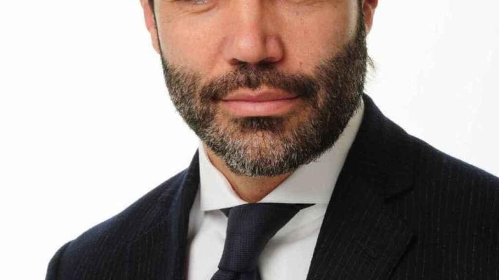 Carlos Flores.