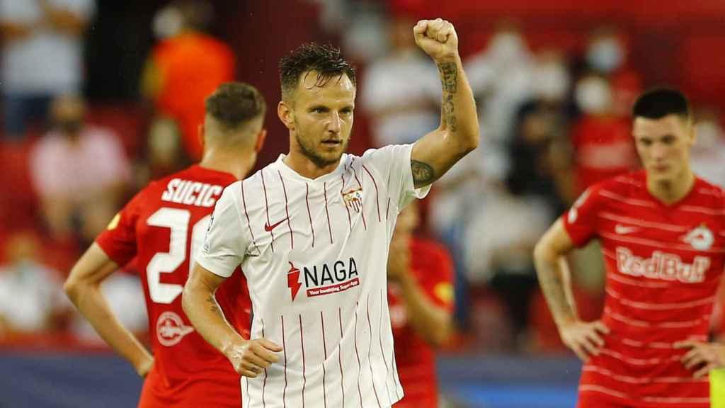 Ivan Rakitic celebra su gol con el Sevilla en la Champions League 2021/2022