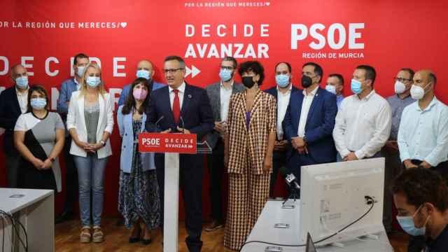 El socialista Diego Conesa, este martes, en su declaración institucional en la sede del PSOE en Murcia.