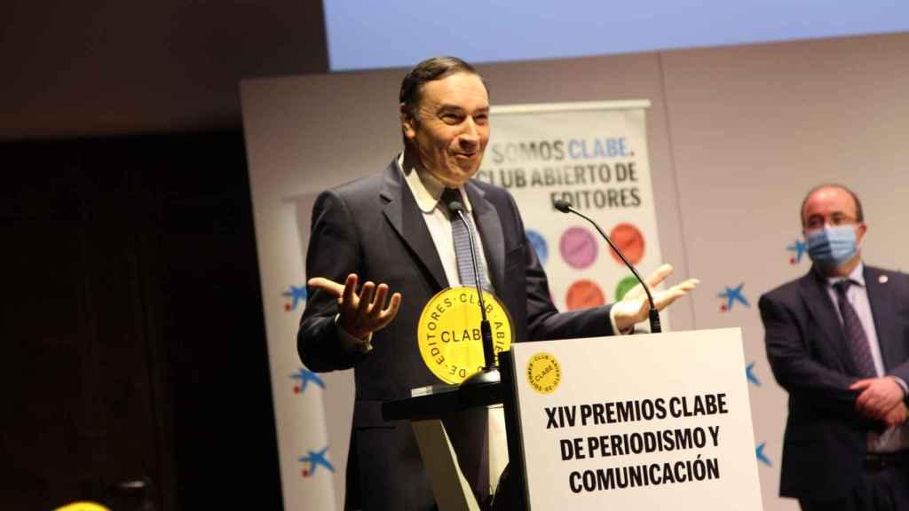 Pedro J. Ramírez y Miquel Iceta durante la entrega de los galardones.