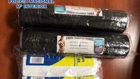 Cilindros de cocaína intervenidos a un pasajero en el aeropuerto de Málaga.