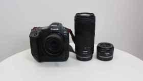 La nueva Canon EOS R3 junto con los dos nuevos objetivos.