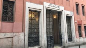 Fachada del edificio de bachillerato del IES Santa Teresa de Jesús.
