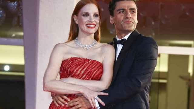 Jessica Chastain y Oscar Isaac en el Festival de Venecia presentando 'Secretos de un matrimonio'.