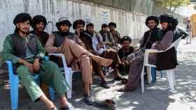 Un grupo de talibanes en Kabul, este miércoles.