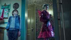 Winslow Fegley y Kristen Ritter protagonizan la película de Netflix 'Cuentos al caer la noche'.