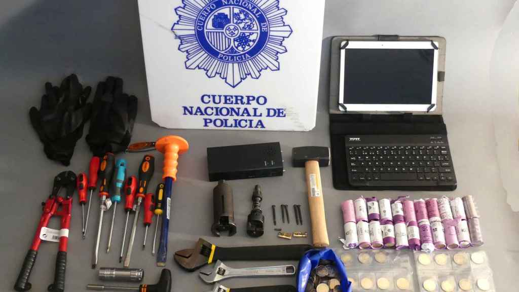 Robos en Benidorm en pleno centro: una pareja, detenida tras utilizar inhibidores en los comercios