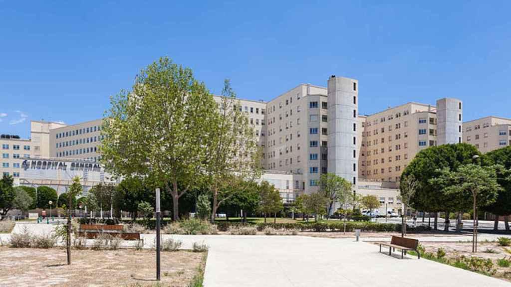 El Hospital General de Alicante donde está ingresada.