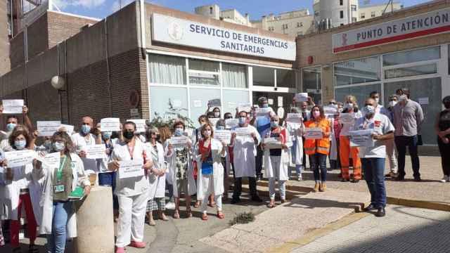 Concentración de los sindicatos de la Junta de Personal del Departamento de Salud de Alicante.