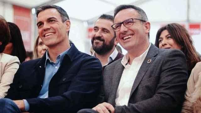 Pedro Sánchez y Diego Conesa en un mitin del PSOE en Murcia.