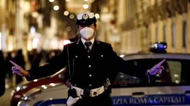 Un agente de la Policía en Roma. EP