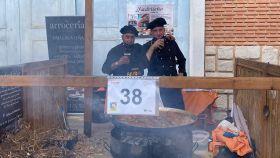 A la izquierda, Javier Fernández y, a la derecha, Óscar de la Fuente, dos de los cocineros de El Madrileño.