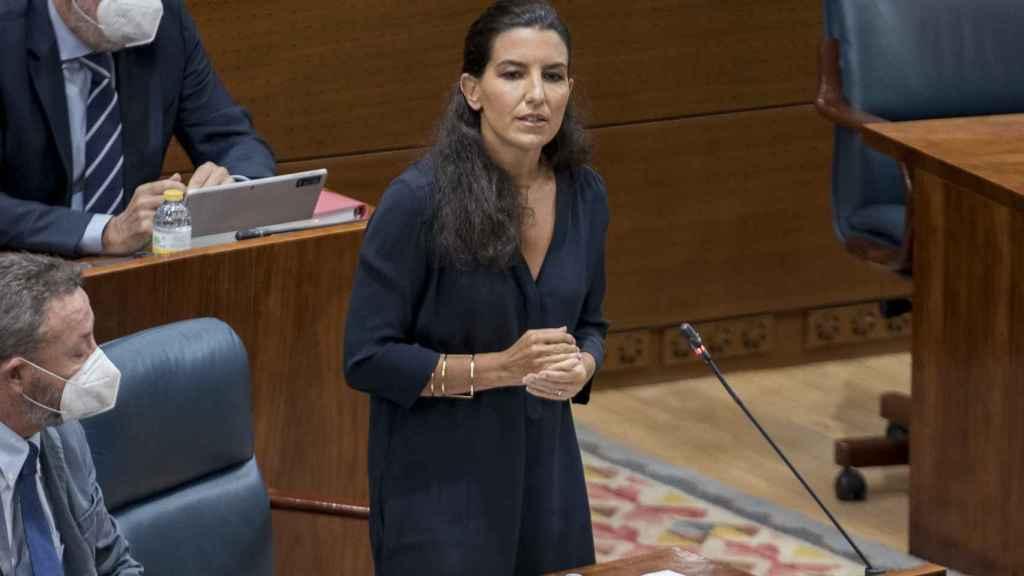 La portavoz de Vox en la Asamblea de Madrid, Rocío Monasterio, pregunta a Isabel Díaz Ayuso.