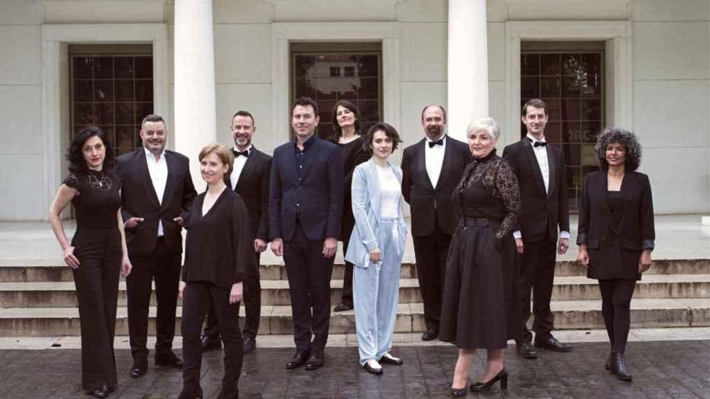 Marzena Diakun con los miembros del Coro de la Comunidad de Madrid.