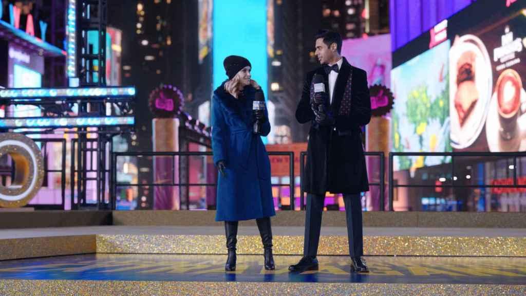 El primer episodio de la temporada 2 transcurre en la  Nochevieja de 2019.