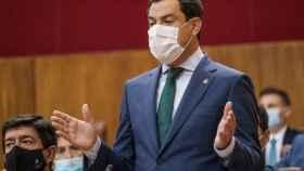 El presidente de la Junta, Juanma Moreno, durante su intervención en el pleno parlamentario.