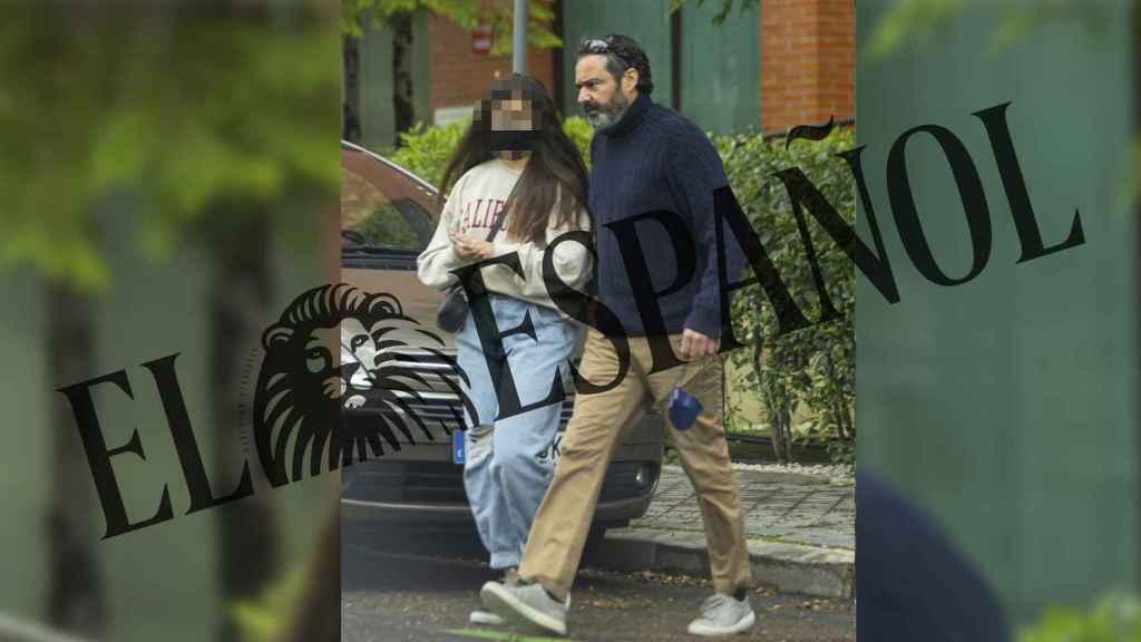 Antonio Pardo Sebastián junto a su hija Nadia tras recogerla del domicilio de Gema López.