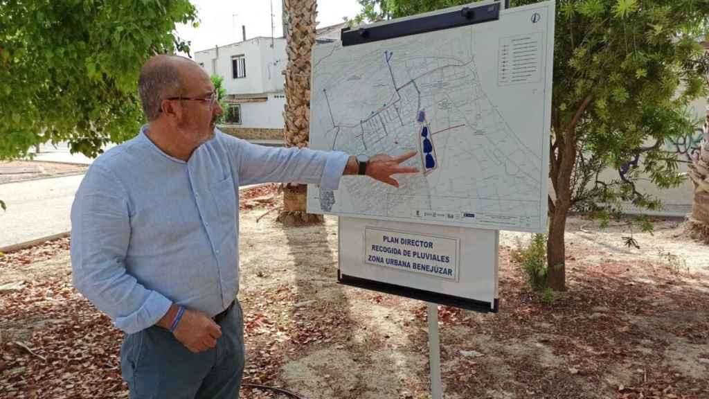 El alcalde, Miguel López, en la presentación del plan director de recogida de pluviales