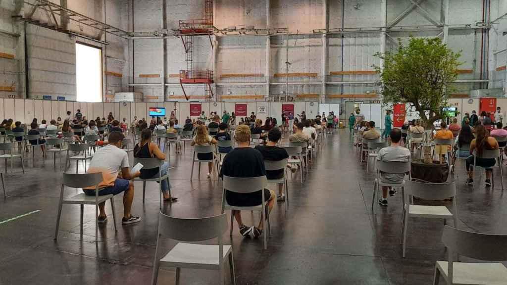 El centro de vacunación masiva situado en Ciudad de la Luz (Alicante) hace unos días.