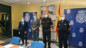 El delegado y el subdeletado del Gobierno, junto con  mandos policiales, en la presentación de los actos centrales del Día de la Policía Nacional.