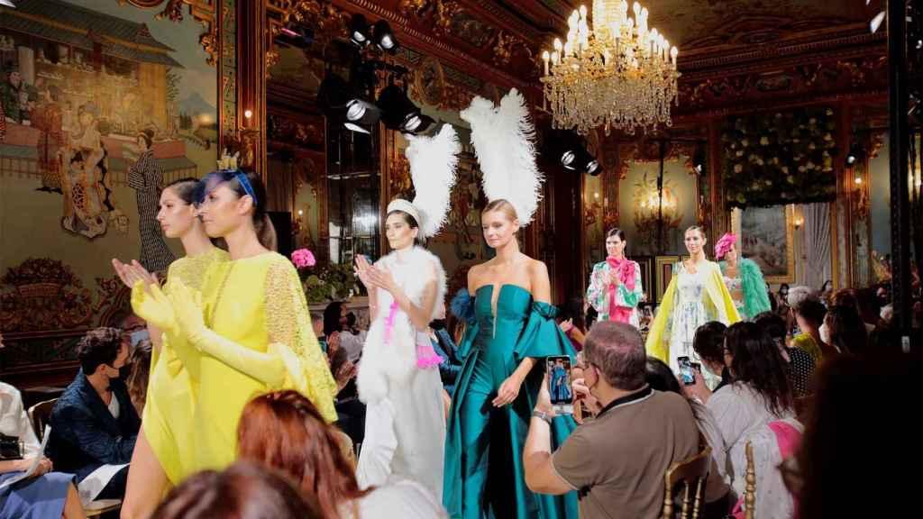 Algunas de las propuestas vistas en Atelier Couture.   Foto: EFE