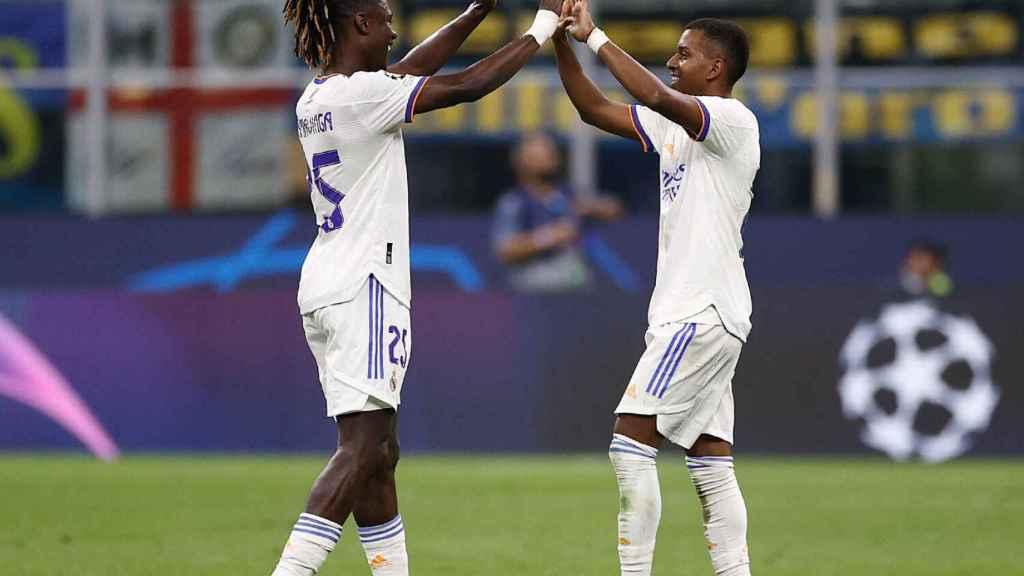 Camavinga y Rodrygo celebran el gol ante el Inter