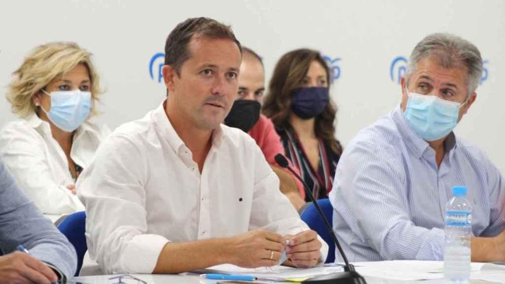 Carlos Velázquez y Pedro Casas en el comité ejecutivo del PP de Toledo celebrado este jueves