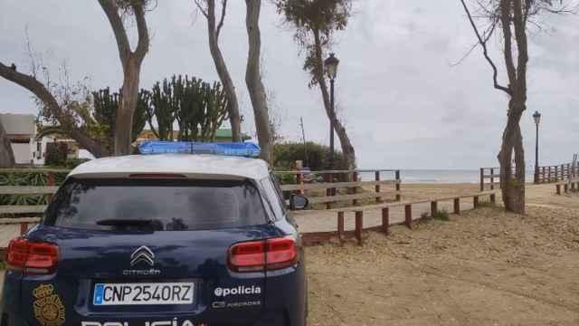Imagen de un vehículo de la Policía Nacional en Marbella.