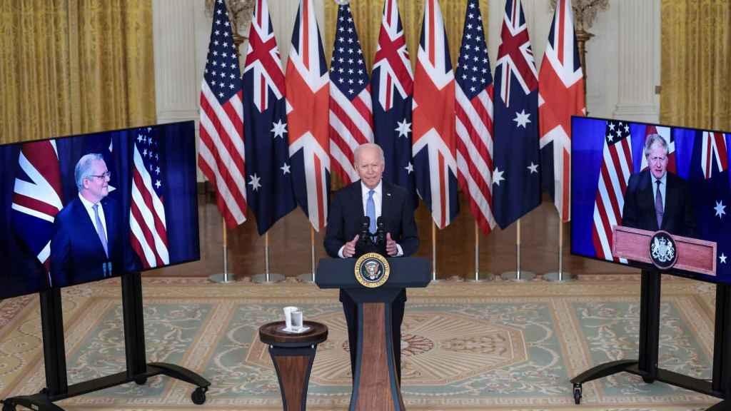Joe Biden en rueda de prensa con los primeros ministros de Australia, Scott Morrison, y Reino Unido, Boris Johnson.