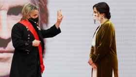 Isabel Díaz Ayuso entrega la Gran Cruz de la Orden del Dos de Mayo a Nacho Cano. Efe