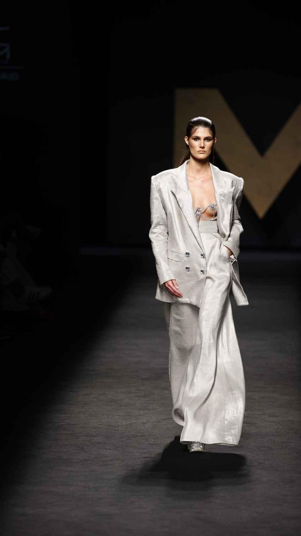 Modelo en el desfile de Malne en Mercedes-Benz Fashion Week Madrid.