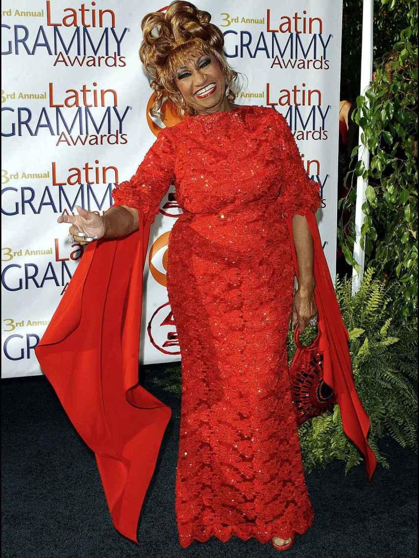 Mattel ha creado la Barbie de Celia Cruz inspirándose en el 'look' que lució en los Premios Grammy de 2002.