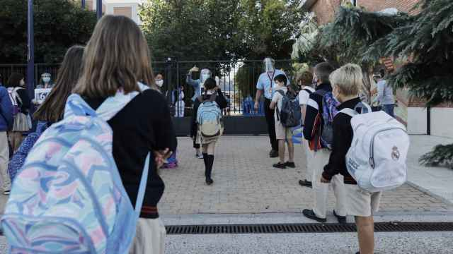 Imagen de archivo de un grupo de alumnos en su primer día de clase tras el verano. EP