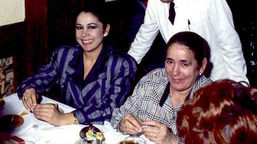 Isabel Pantoja junto a su madre, en una imagen de archivo.