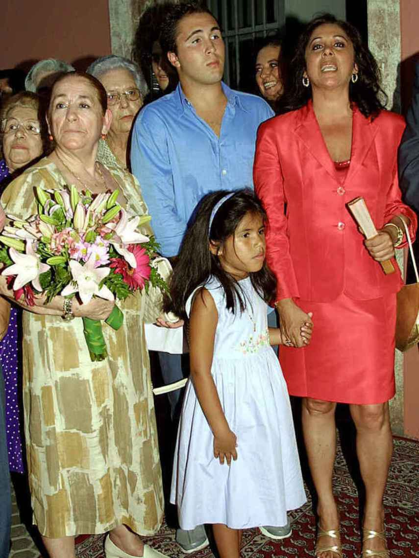 Ana Martín, Kiko Rivera, Isabel Pantoja e Isa P. en Sevilla.