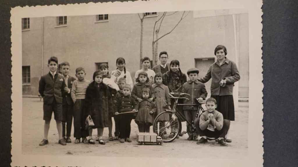 Hijos de las presas en la cárcel de Alcalá de Henares, en el año 1956.