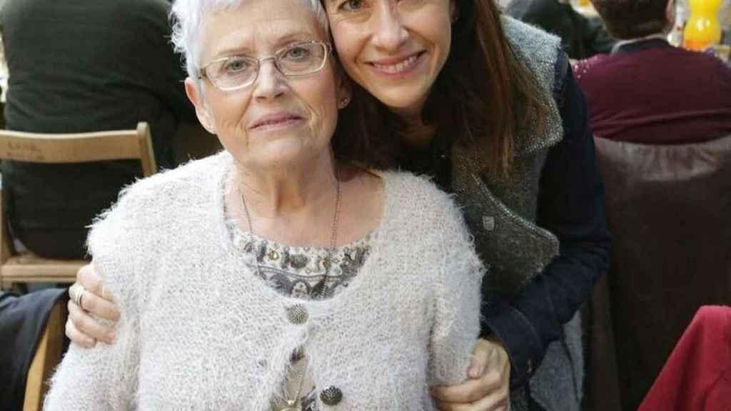 Raquel Sánchez, junto a su madre hace unos años.