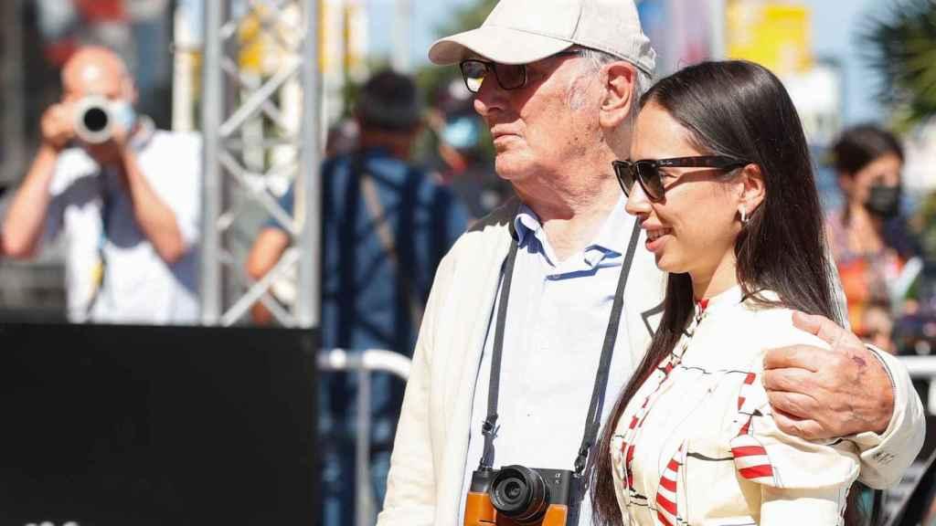 Carlos Saura junto a su hija Anna, productora del corto.