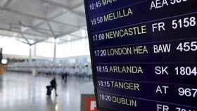 Un tercio de los vuelos del aeropuerto de Alicante ya vienen o van a Reino Unido: Ahora falta llenarlos.