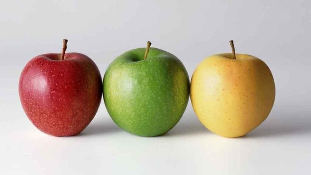 Manzana roja, verde y amarilla.